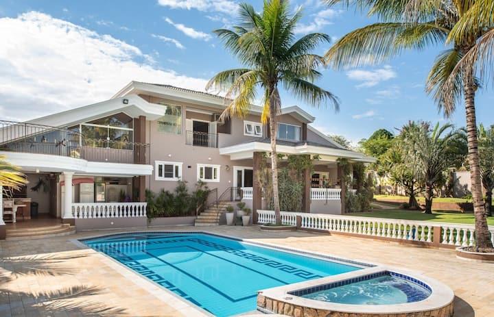 Casa de alto padrão em condomínio
