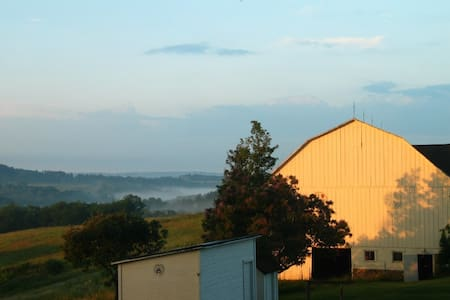 135 acre beautiful farm only 45 min to Pittsburgh! - Leechburg - บ้าน