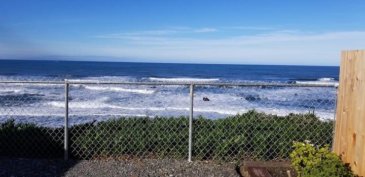Nesika Beach Bluff Cottage