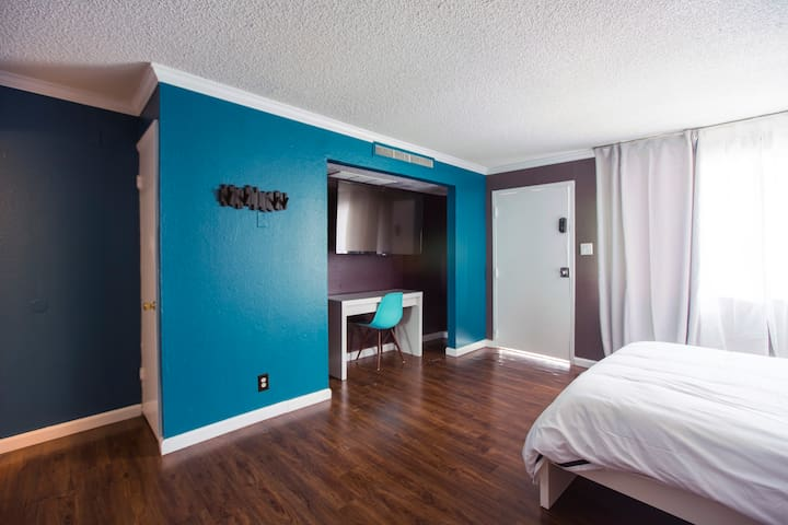 #20 Convenient, Cozy Studio near the Strip!