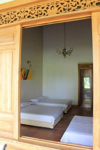 Un espacio único para conectarte con la Natulareza - Montenegro - House