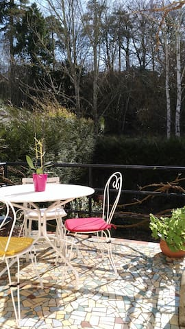 Chambre spacieuse, cuisine et terrasse privatives. - Poitiers - Guesthouse