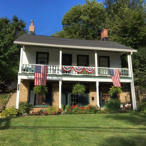 Beautiful Miner's Cottage in a Garden - Galena - Hus