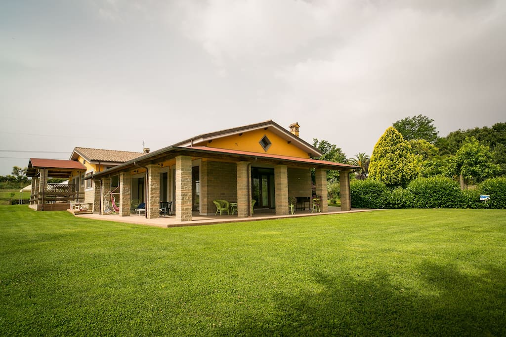 Country house family with pool jacuzzi agriturismi in for Airbnb accedi