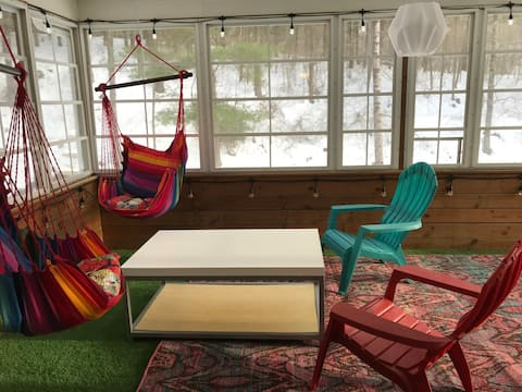 Holly Creek Retreat, Abingdon Art Haven for two