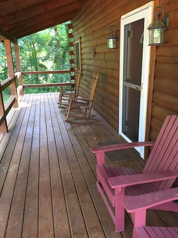 Hocking Hills Cozy 2 BR Log Cabin - Logan - Hytte