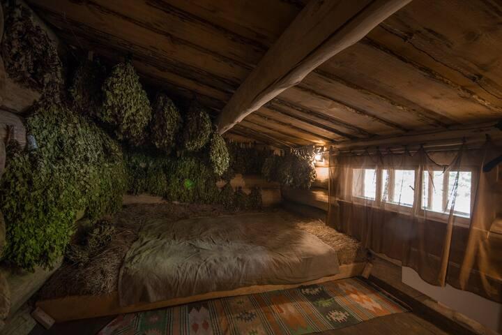 Спальня с сеновалом