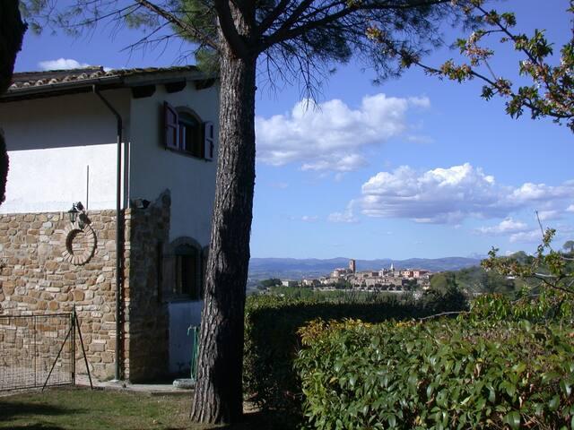 Villa in collina tra Assisi Perugia