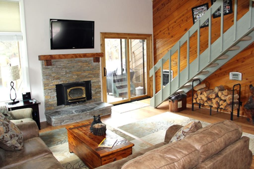 Mammoth Rental Wildflower 50 - Living Room Flat Screen TV, Stairs to the Loft