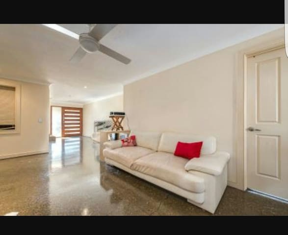 Private room in great location! - Runaway Bay - Casa
