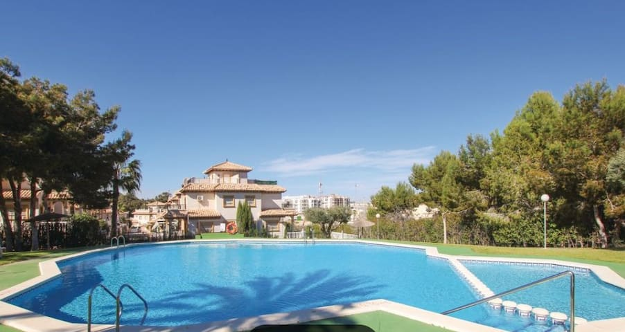 Orihuela costa,  playa y golf  piscina abierta