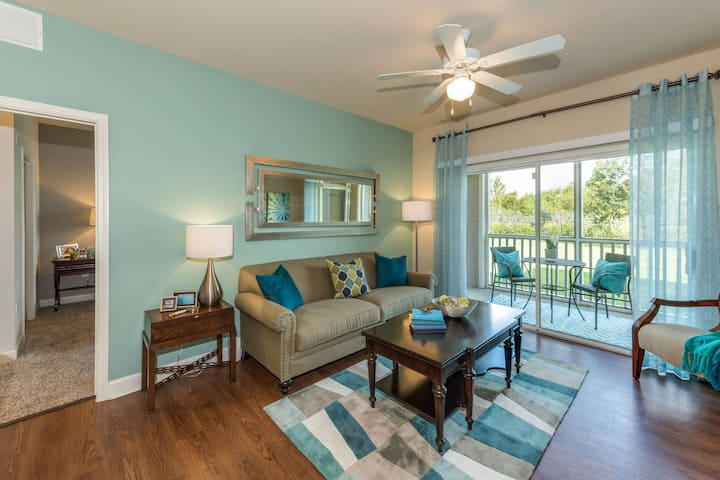 Live + Work + Stay + Easy | 2BR in Lakeland