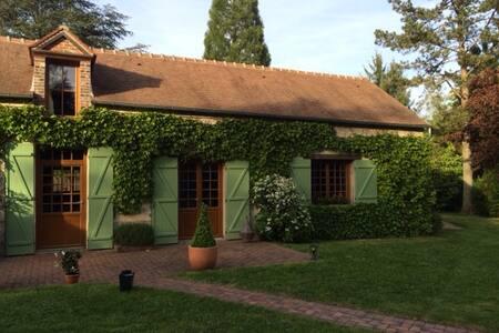 Les Quatre Chemins (Réseau Gites de France) - Poigny-la-Forêt