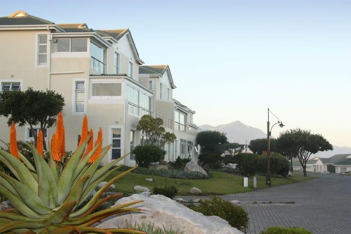 Sea facing apartment  - Family friendly (Unit 3)