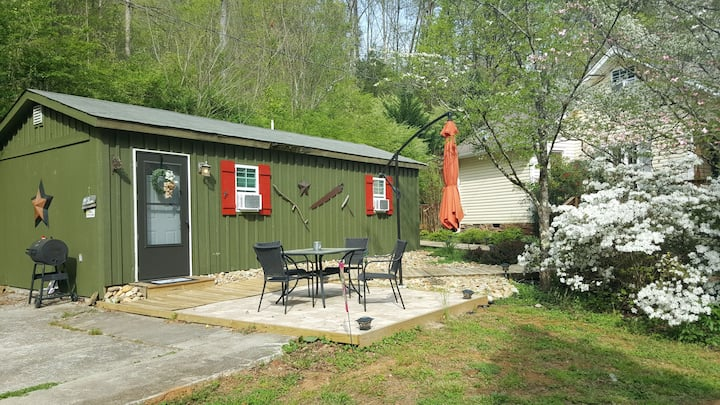 US 129 The Dragonfly Cottage ~ Keyless entry!