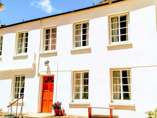 Lovely two bedroom cottage in Brewery Yard