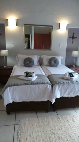 Thuhlo Lodge Guest House - Hoedspruit - บ้าน