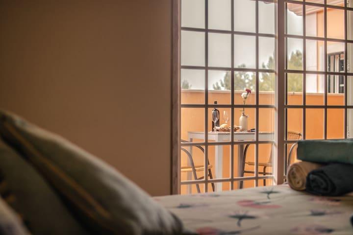 Quarto super confortável em uma Guesthouse.