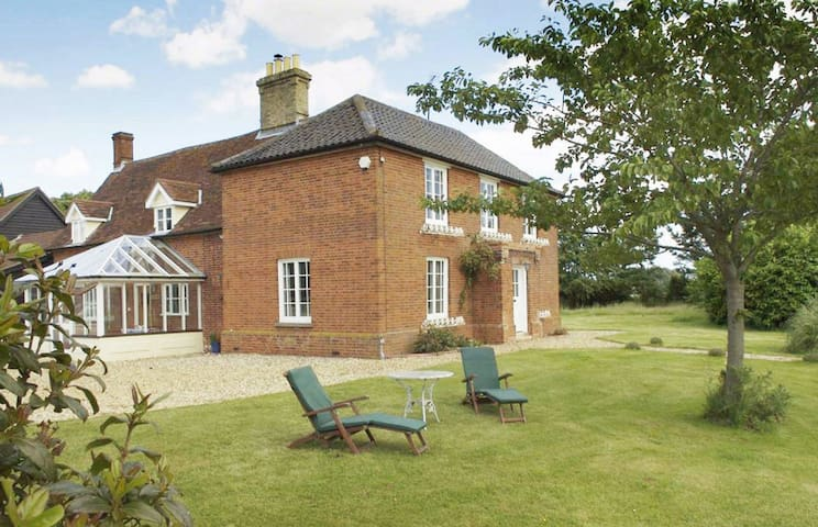 The Farmhouse - Bredfield, Nr. Woodbridge - Huis