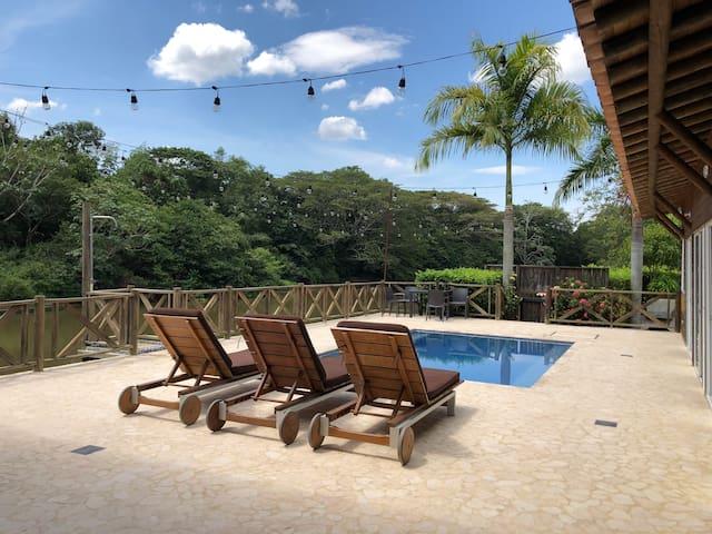 Cabaña En Estación Cocorná A La Orilla Del Rio