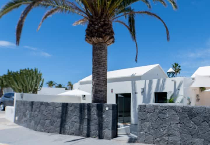 Casa Luxury en Costa Teguise primera linea del mar