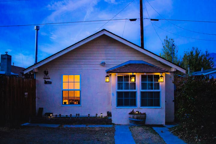 ☆ Cozy Muir Cottage - In Town - Pet Friendly