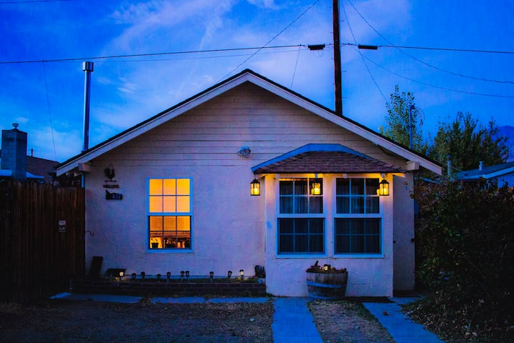 *SANITIZED* Cozy Muir Cottage-In Town-Pet Friendly