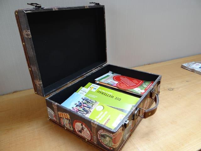 Ein Koffer voller Ausflugsmöglichkeiten in unserer Region.
