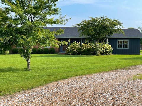 Secluded, quiet, comfortable ranch style home..Ahh