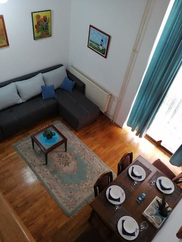 N & N duplex apartment - free parking, wifi