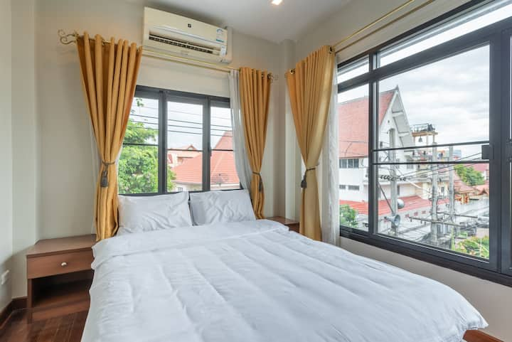 Comfort room with great view near Thapae Gate