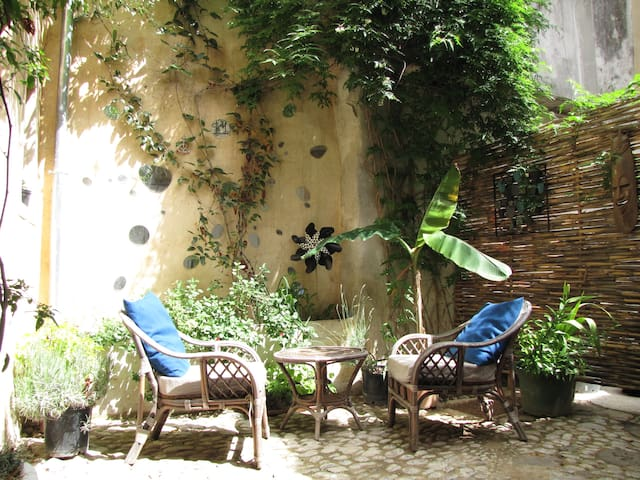 42m² apartment, quiet, in the heart of Arles