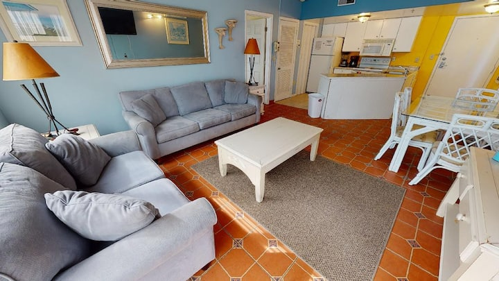 Jeff's Palace at the Beach is located in the popular Palace Resort. Great on site amenities and conv