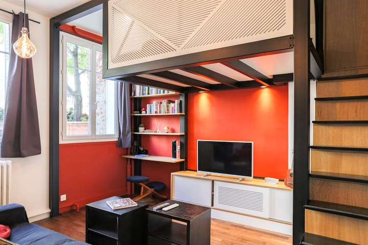 Very nice apartment in typic Parisian street