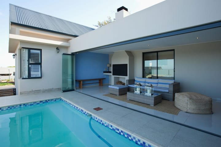 Modern villa optional with pick-up