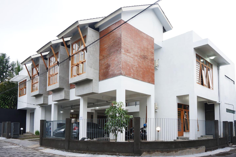 the facade of CASA SOFIA