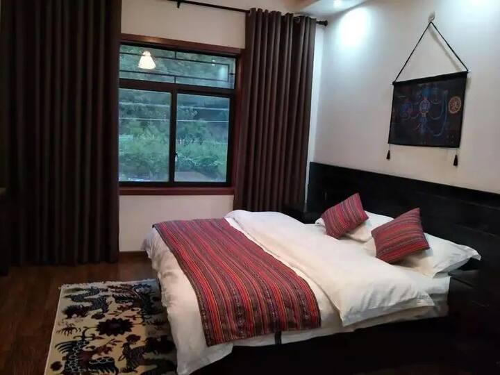古尔沟诺日廊噶 藏式清新风 舒适大床房