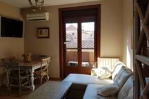 El Hidalgo y su Escudero, disfruta de un apartamento funcional y cómodo con una ubicación privilegiada.