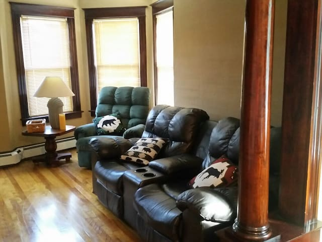 Living room with three recliners