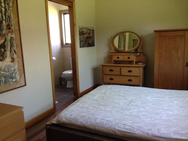 Private room with ensuite - Yarramundi - Hus