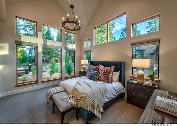 NEW Mountain Modern Home in the Signature Home Collection at Old Greenwood!
