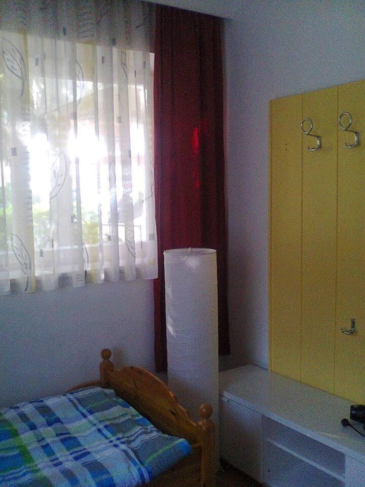 Wohneinheit 1 (accommodation unit 1, AU1)