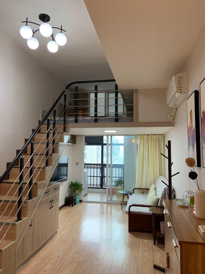图腾广场 【小小阁楼】简洁、舒适电梯房 一室一厅/高铁站/皇泽寺/中心医院