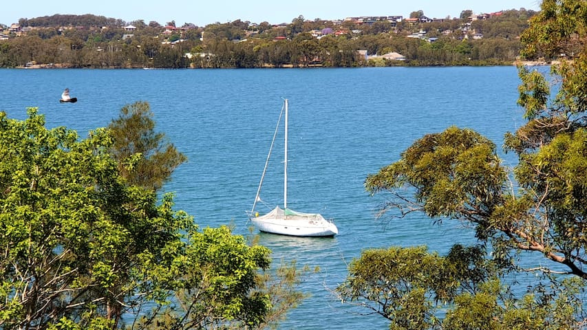 Group up to 12 ....Lake Macquarie waterfront