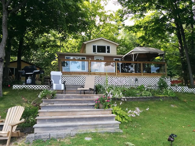 Beautiful Cottage on Crowe River
