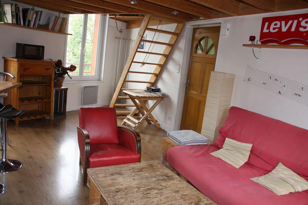 maison mezzanine avec po le bois case in affitto a clermont ferrand alvernia francia. Black Bedroom Furniture Sets. Home Design Ideas
