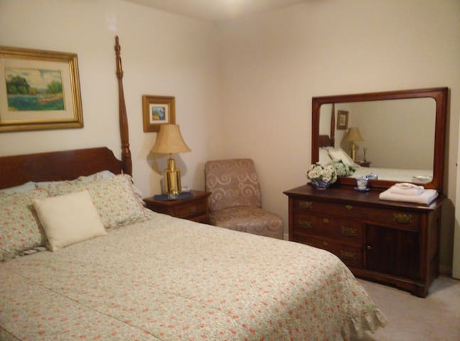 Private room with shared bath - Seabrook
