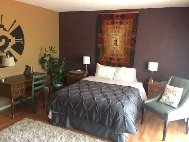 Healing Retreat Temple: South Bedroom