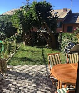 casa con giardino privato vicina al centro - Lavagna - Apartemen