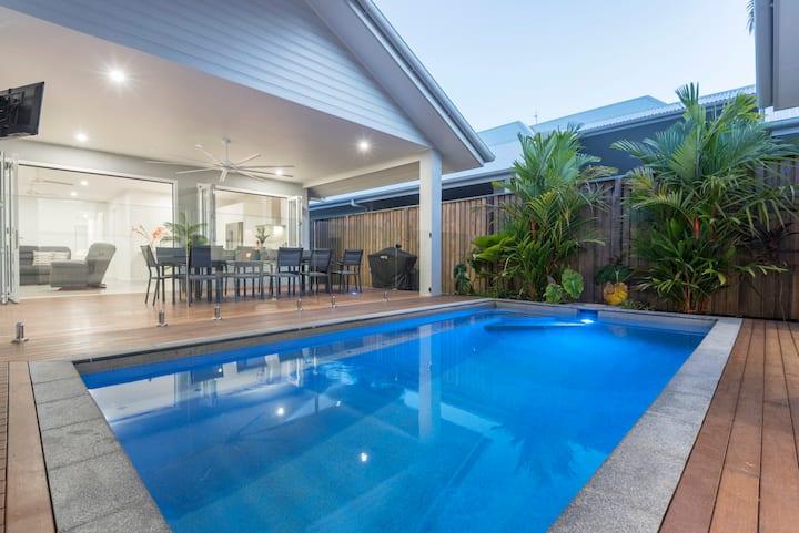 Luxury on Mudlo, 4 bed/3 bath + heated pool, Wi-Fi